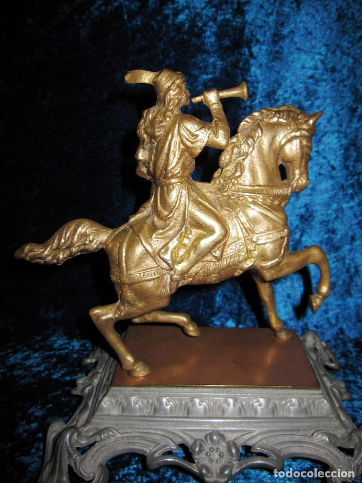 Arte: Figura jinete sobre caballo bronce cartero real peana labrada - Foto 14 - 213820127
