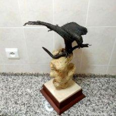 Arte: ESCULTURA EL ÁGUILA CAPTURANDO UNA SERPIENTE.HIERRO SOBRE PIEDRA.JOSÉ BELMONTE.ESCULTOR ALBACETE1980. Lote 213885637