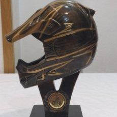 Arte: ESPECTACULAR ESCULTURA DE CASCO DE MOTORISTA. Lote 214844888