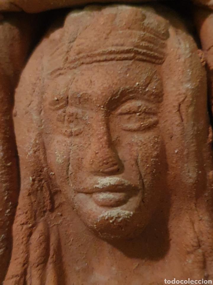 Arte: FIGURA CON TRES BUSTOS IGUALES REALIZADA EN TERRACOTA - Foto 4 - 214943307