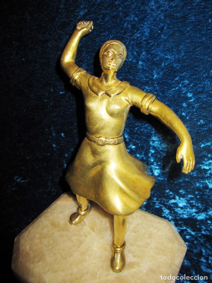 "Arte: Trampantojo bronce ""Alegato feminista"" mujer sobre peana mármol rosa circa 1920-1930 - Foto 21 - 215766223"
