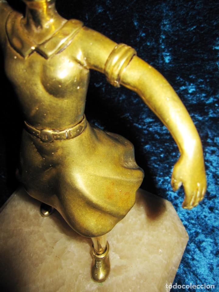 "Arte: Trampantojo bronce ""Alegato feminista"" mujer sobre peana mármol rosa circa 1920-1930 - Foto 36 - 215766223"