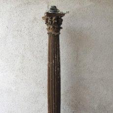 Arte: COLUMNA MADERA TALLADA DORADA FUSTE ESTRIADO ACANALADO CAPITEL ORDEN CORINTIO S XVII XVIII LAMPARA. Lote 216999575