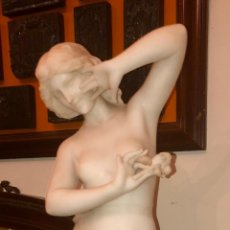 Arte: DESNUDO MUJER CON FLOR. MARMOL BLANCO. FDO FIRENCE. MODERNISMO. ITALIA. XIX-XX.. Lote 217178268