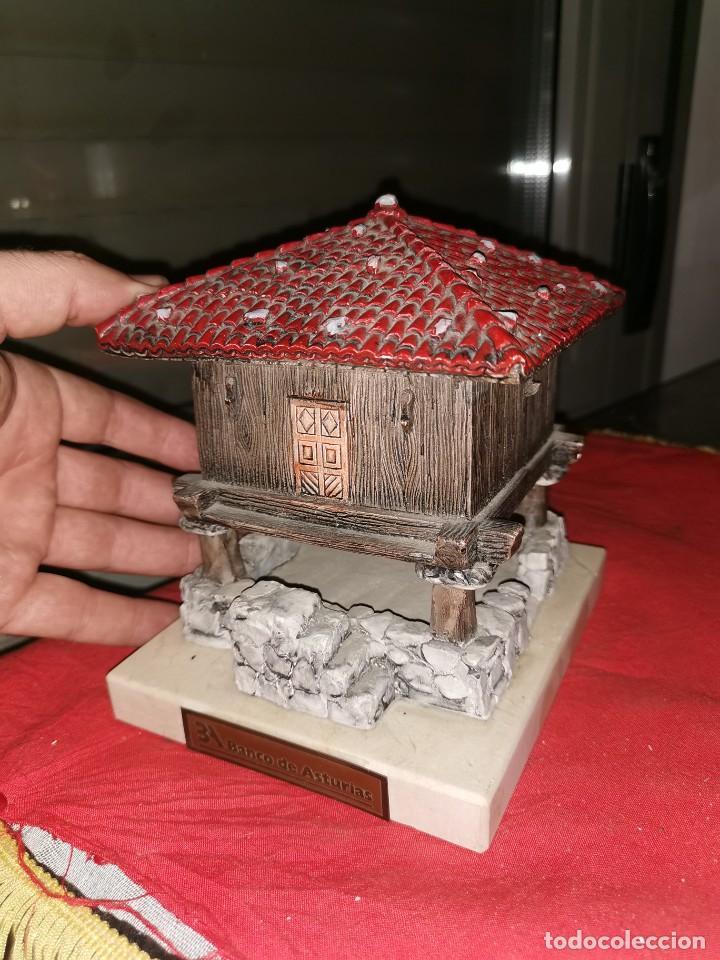 PRECIOSA ESCULTURA DE HORREO. BANCO DE ASTURIAS (Arte - Escultura - Resina)