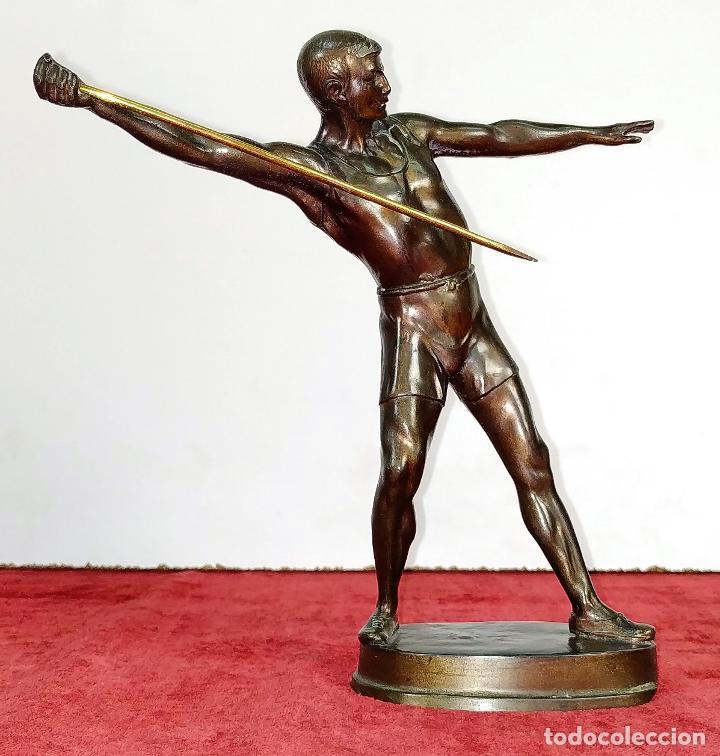 LANZADOR DE JABALINA. ESCULTURA. CALAMINA. FRANCIA (?). CIRCA 1920 (Arte - Escultura - Hierro)