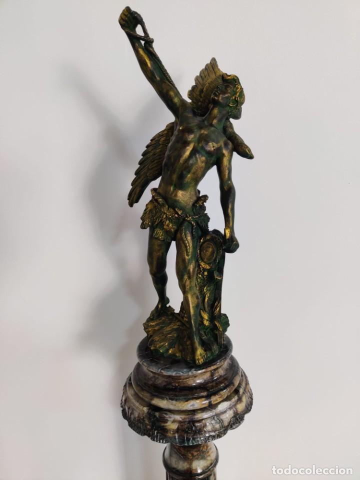 Arte: Cazador de Aguilas, escultra en resina con pedestal columna de mármol - Foto 4 - 218241897