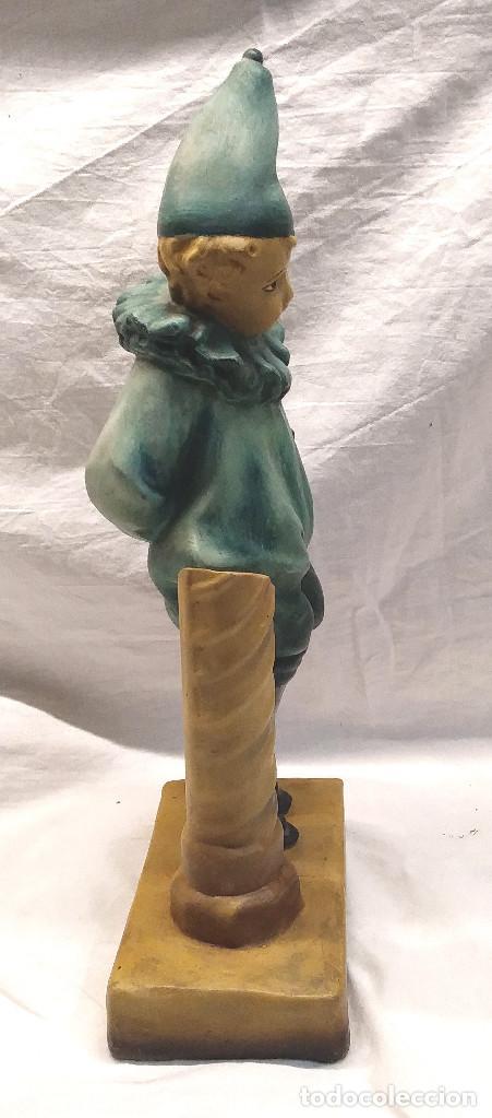 Arte: Niño Pierrot Arlequin Modernista Terracota Policromada a mano buen estado. Med. 38 cm - Foto 2 - 218758557
