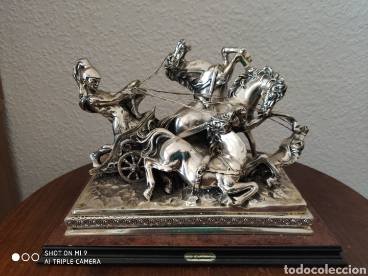 IMPRESIONANTE CUADRIGA ROMANA, RESINA Y PLATA LAMINADA 925, EXPRESIVIDAD BRUTAL. (Arte - Escultura - Resina)