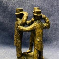 Art: BRONCE TRES PERSONAJES HOMBRES SOMBRERO COPA VER OIR CALLAR AUDIRE TACERE VIDERE SELLO ESCULTURA 15C. Lote 221545977
