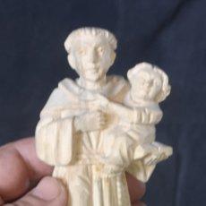 Arte: PEQUEÑA TALLA DE SAN ANTONIO CON EL NIÑO JESÚS AÑOS 40. Lote 221551697