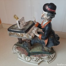 Arte: CAPODIMONTE HOMBRE AL PIANO. Lote 221682308
