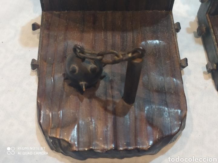 Arte: Increíble sujeta libros de madera y hierro forjado principios de siglo XX - Foto 5 - 221946772