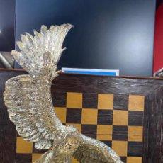 Arte: ENORME ESCULTURA DE UN AGUILA BAÑADA EN PLATA MARCADA 'JOYASUR PLATA' - VER FOTOS. Lote 222047138