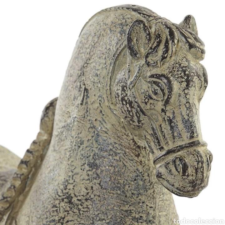 Arte: Preciosa Figura de Caballo realizado en resina, acabado en color verdoso efecto envejecido. - Foto 2 - 222170860