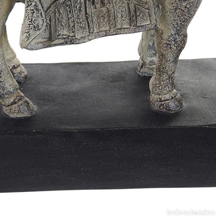 Arte: Preciosa Figura de Caballo realizado en resina, acabado en color verdoso efecto envejecido. - Foto 3 - 222170860