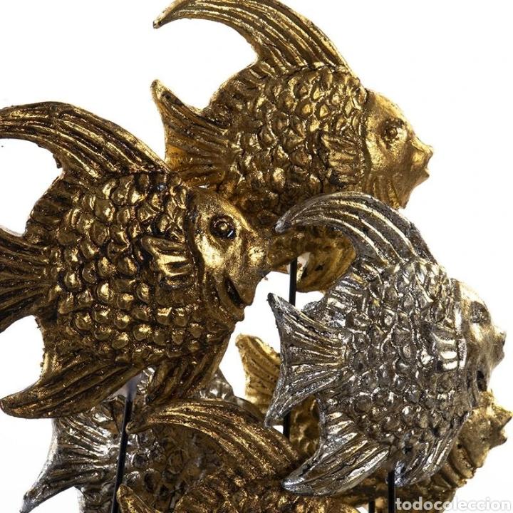 Arte: Precioso Fanal de cristal con base de madera en negro, con peces dorados y plateados terminados con - Foto 2 - 222171426