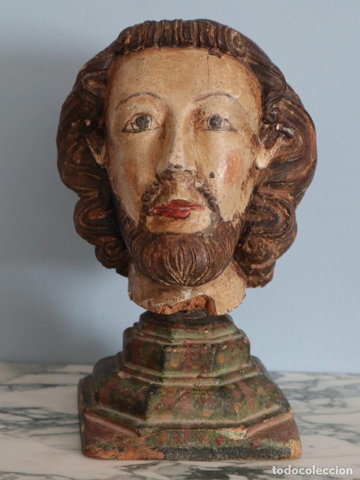 CABEZA GÓTICA DE TAMAÑO CASI NATURAL, SIGLOS XIV-XV, ELABORADA EN MADERA TALLADA Y POLICROMADA. (Arte - Escultura - Madera)