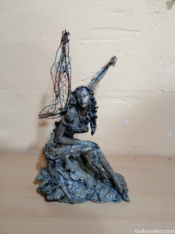 PRECIOSA ESCULTURA DE MUJER CON ALAS (Arte - Escultura - Resina)