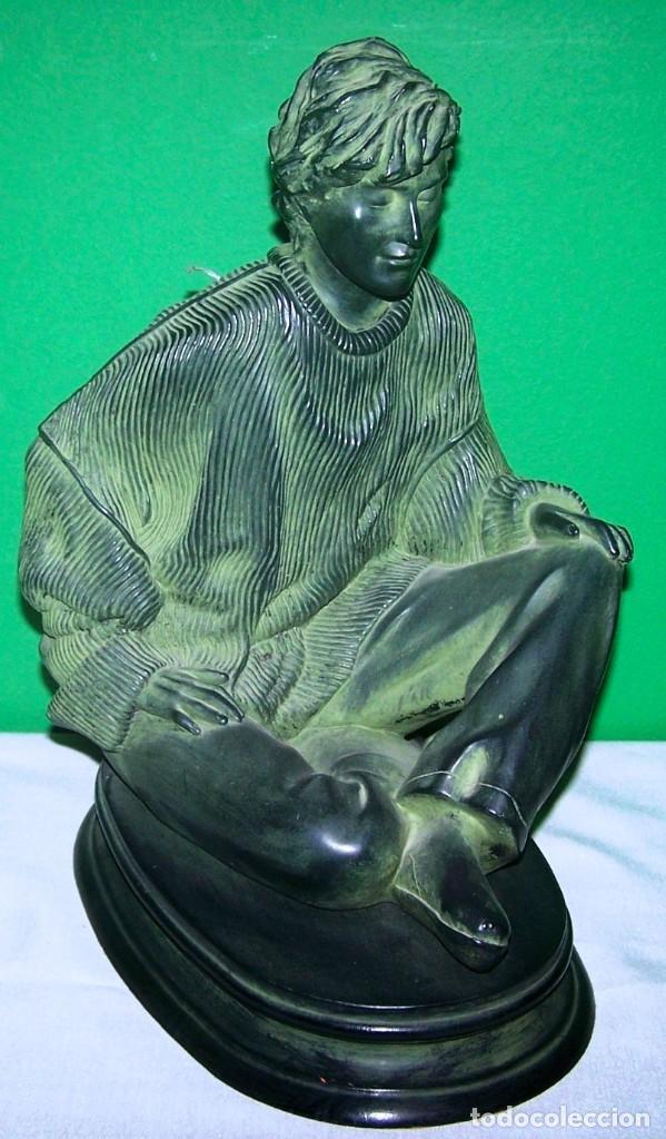 FIGURA RESINA JOVEN SOÑADOR MED 38X22X26 CTM (Arte - Escultura - Resina)