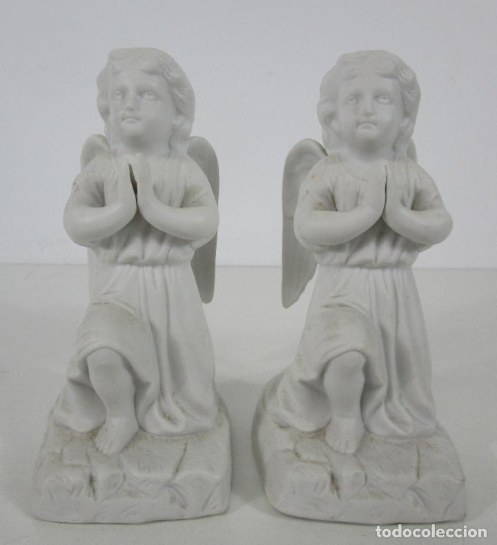 PAREJA DE ÁNGELES CUSTODIOS - PORCELANA BISCUIT - ALTURA 17 CM - S. XIX (Arte - Escultura - Porcelana)