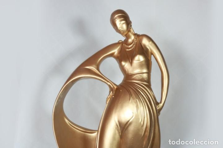 Arte: Enorme Escultura Art Decó Bailarina Carpié de porcelana bañada en oro de 22k - Firmado - Foto 10 - 223781911