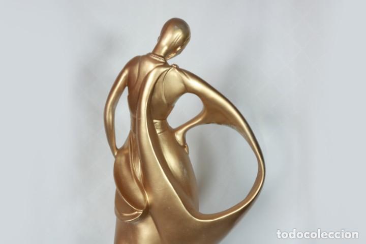 Arte: Enorme Escultura Art Decó Bailarina Carpié de porcelana bañada en oro de 22k - Firmado - Foto 16 - 223781911