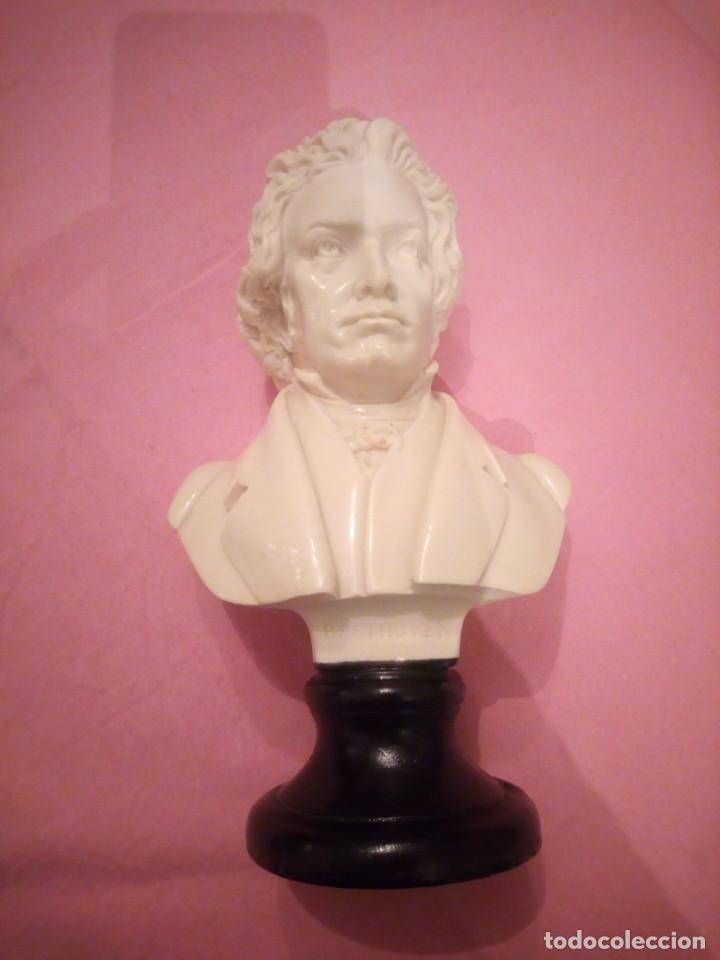 Arte: Antiguo busto de beethoven de alabastro,peana de resina - Foto 2 - 224066208