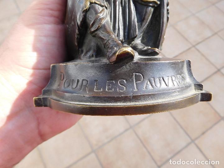 Arte: Limosnero de bronce del escultor frances Albert Ernest Carrier año 1850 aprox. - Foto 2 - 224353942