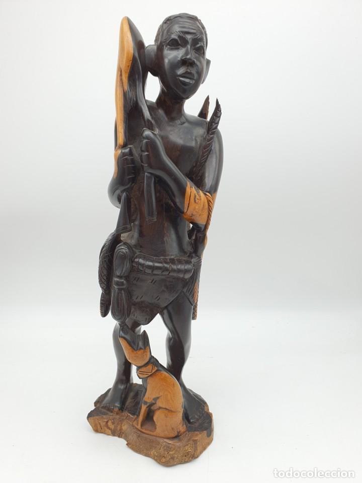 TALLA EN ÈBANO CAZADOR AFRICANO ( PARA RESTAURAR ) VER FOTOS (Arte - Escultura - Madera)