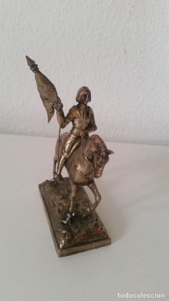 ESCULTURA SOLDADO COM LA BANDEIRA ES HECHO DE HIERRO MELAISADO TIPO PLATA SELADO FRANCE N.561 (Arte - Escultura - Hierro)