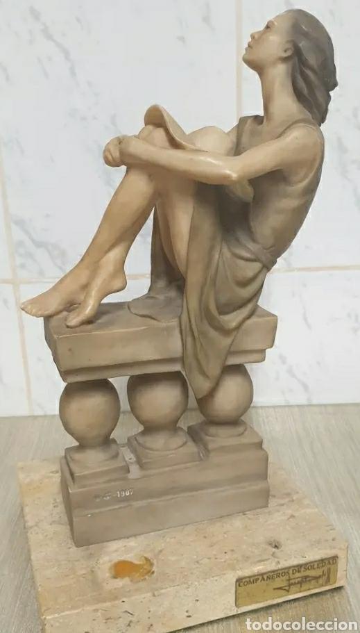 ESCULTURA RESINA JOSEP BOFILL COMPAÑEROS DE SOLEDAD 1987 FIRMADA ALTO 33,5 CM (Arte - Escultura - Resina)