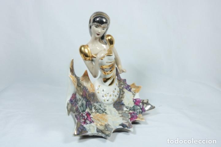 Arte: Preciosa escultura de porcelana de una mujer sobre olas - Davor - Foto 2 - 228007550