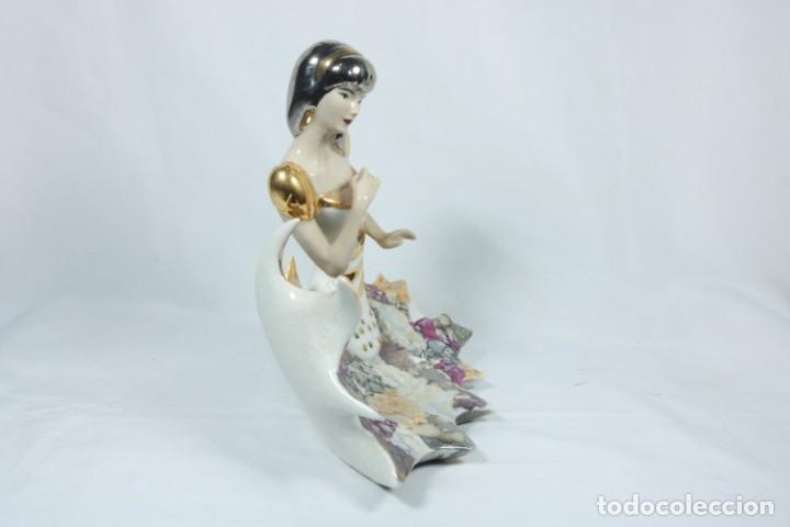 Arte: Preciosa escultura de porcelana de una mujer sobre olas - Davor - Foto 3 - 228007550