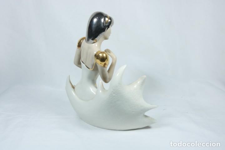 Arte: Preciosa escultura de porcelana de una mujer sobre olas - Davor - Foto 5 - 228007550