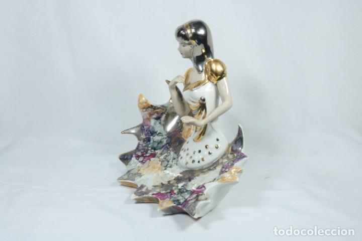 Arte: Preciosa escultura de porcelana de una mujer sobre olas - Davor - Foto 10 - 228007550
