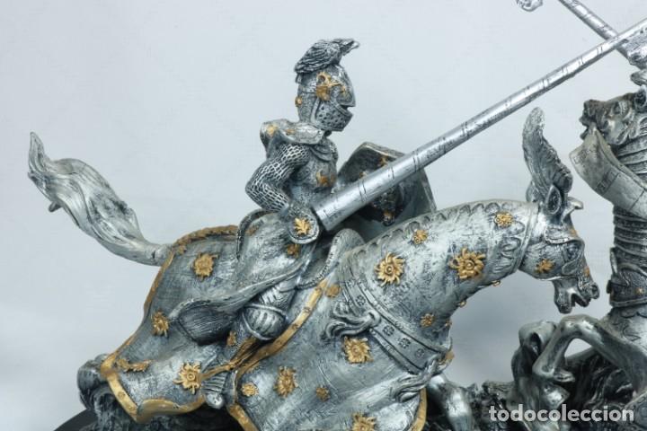 Arte: Impresionante escultura de dos guerreros medievales montado a caballo y luchando - Foto 2 - 228034450