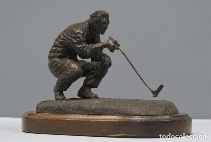 GOLFISTA ALIENANDO EL PUTT. BRONCE. FIRMADO. RUIZ DEL PORTAL. 0/200 (Arte - Escultura - Bronce)