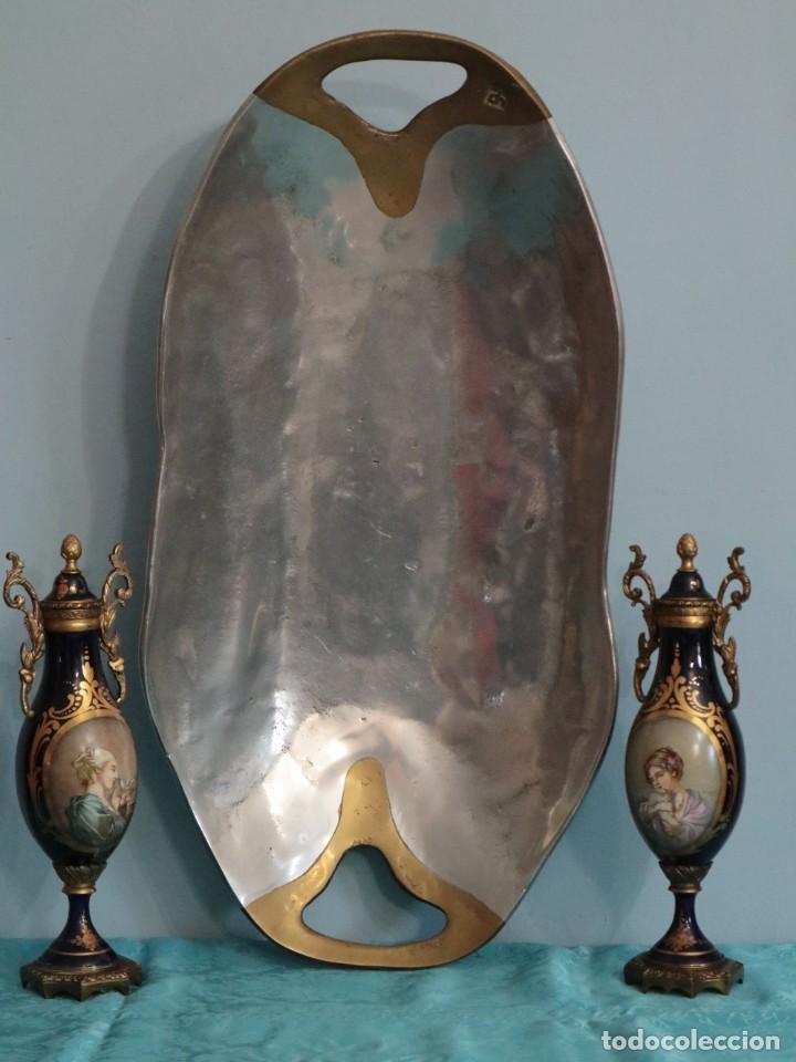DAVID MARSHALL. BANDEJA DE GRANDES PROPORCIONES (58 X 29 CM) EN METAL. (Arte - Escultura - Hierro)