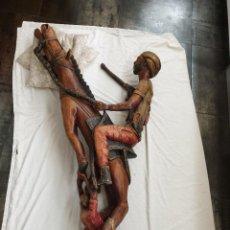 Arte: ANTIGUA ESCULTURA TALLADA EN MADERA DE SOLDADO ÁRABE A CABALLO.. Lote 229634390