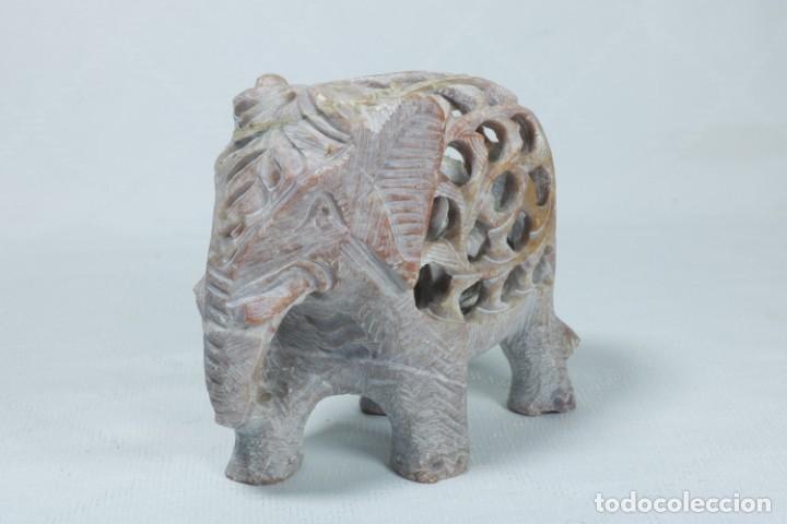 Arte: Extraña escultura de un elefante en el interior de otro elefante tallado a mano en piedra - Foto 9 - 230038780
