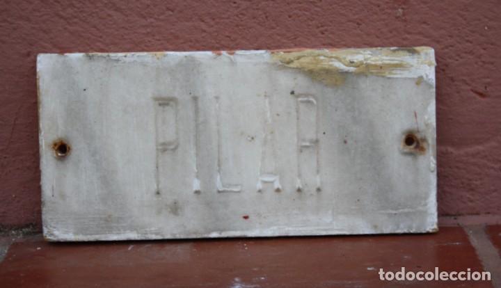 ANTIGUA PLACA DE MARMOL CON EL NOMBRE DE PILAR MERCEDAS TALLADO A MANO – PREPARADA PARA ATORNILLAR (Arte - Escultura - Piedra)