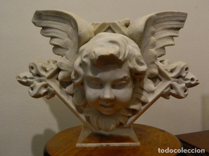 ANGEL MARMOL ESCULPIDO, ESCUELA ESPAÑOLA, ESTILO GÓTICO. (Arte - Escultura - Piedra)