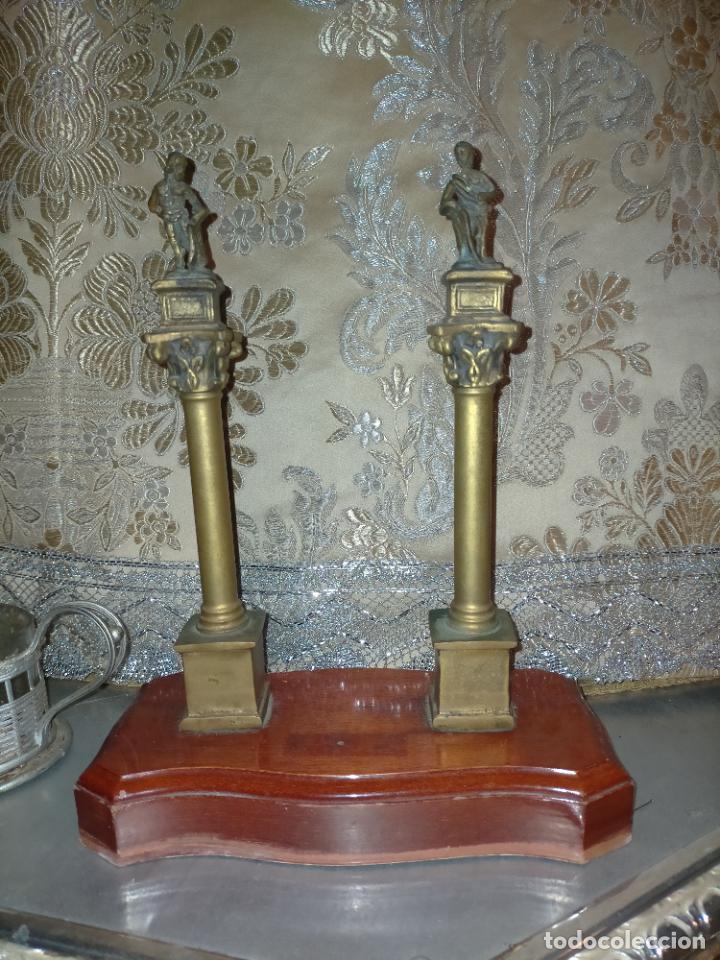 Arte: MINIATURA escultura BRONCE PAREJA COLUMNAS ROMANAS DE LA ALAMENDA DE HERCULES SEVILLA PEANA MADERA - Foto 3 - 231542670