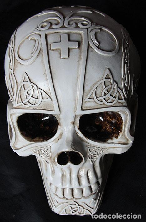 CALAVERA TRIBAL HUCHA DE RESINA - 15 CM - NUEVA - (Arte - Escultura - Resina)