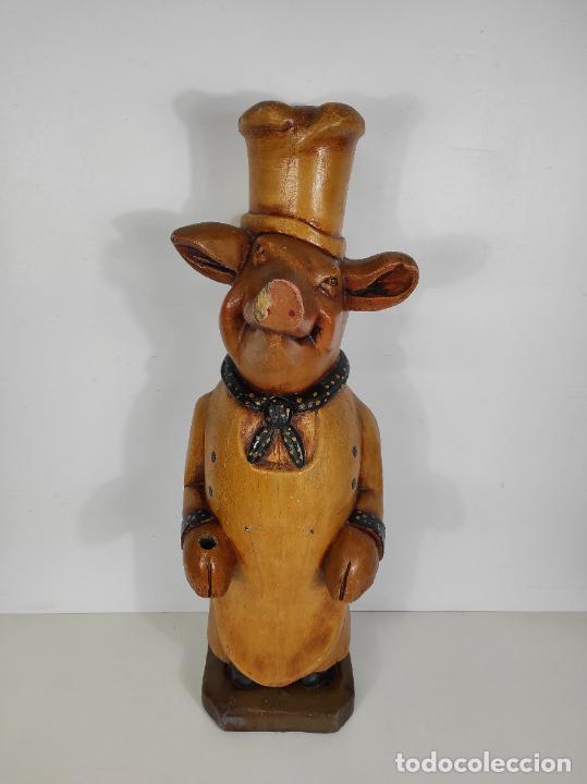 DIVERTIDO CERDO DE ANTIGUA CARNICERÍA - MADERA TALLADA Y POLICROMADA - ALTURA 85 CM (Arte - Escultura - Madera)