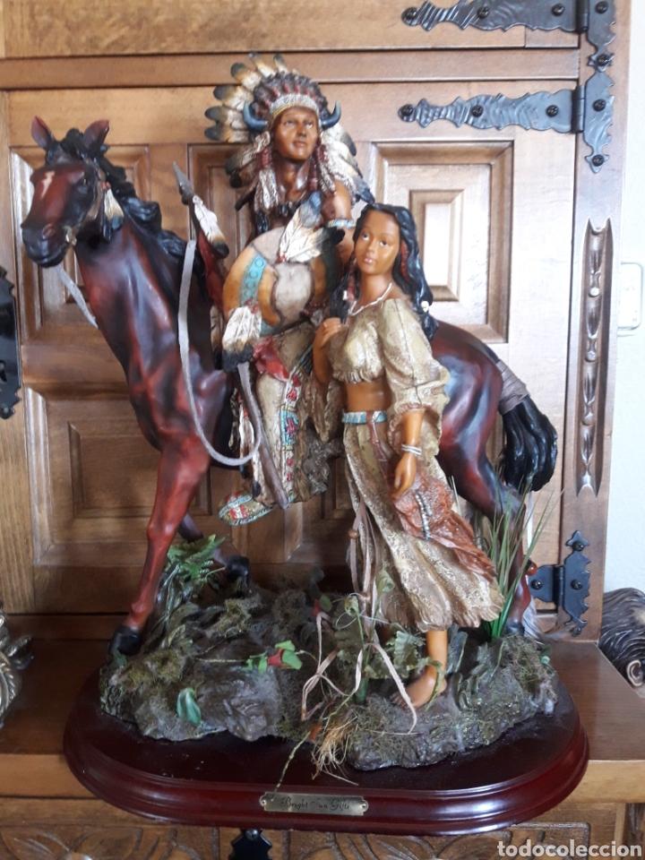 MAGNÍFICA ESCULTURA DE RESINA DE INDIOS AMERICANOS (Arte - Escultura - Resina)
