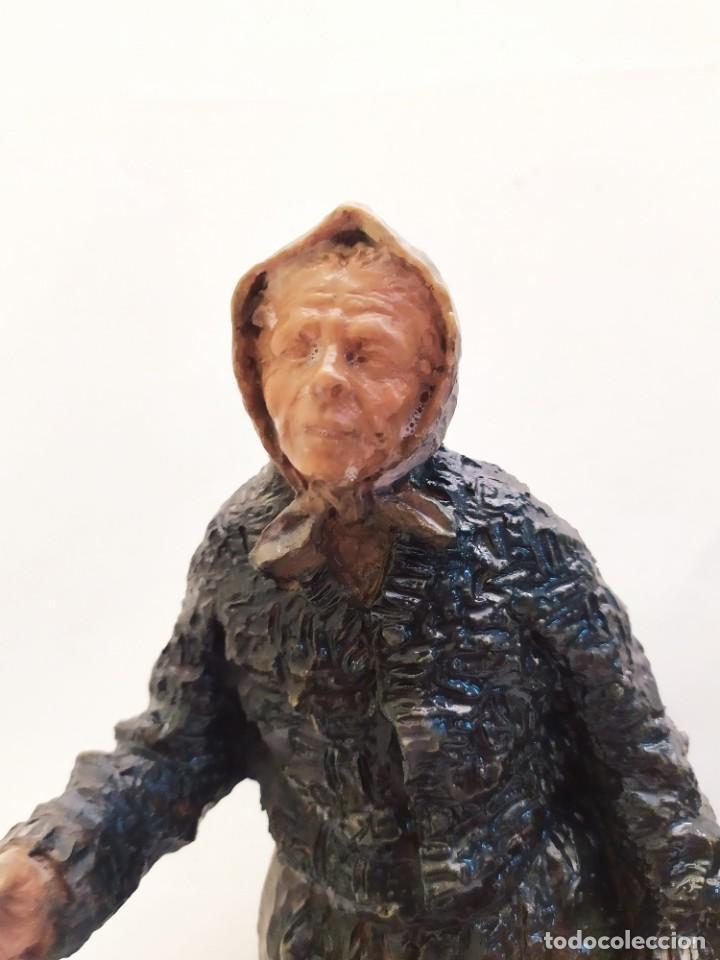 Arte: Escultura. Firmada Josep Bofill. Resina. Base de madera. 23cm - Foto 4 - 234664220