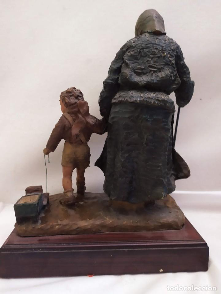 Arte: Escultura. Firmada Josep Bofill. Resina. Base de madera. 23cm - Foto 7 - 234664220
