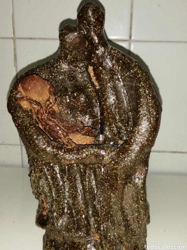 BONITA FIGURA DE BARRO COCIDO. (Arte - Escultura - Piedra)